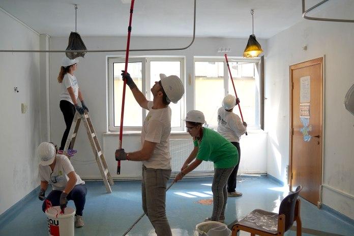 Voluntarii-ENGIE-pe-santierul-Habitat-for-Humanity-din-Brasov (1).jpg