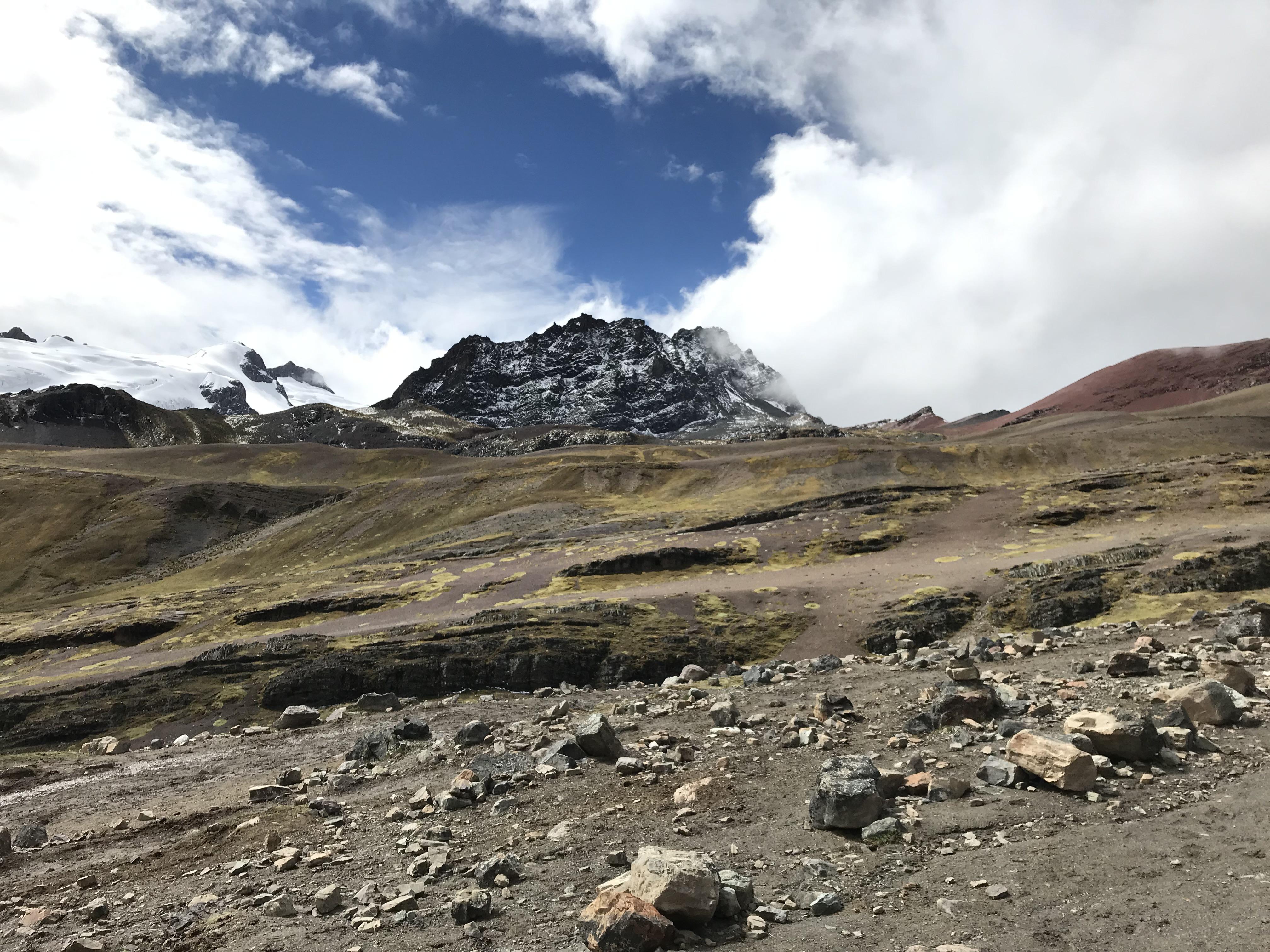 Drumul spre Rainbow Mountain-Foto Clara Duran.jpg