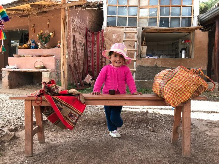 Fetita la cooperativa textila din Pisac-Foto Clara Duran.jpg